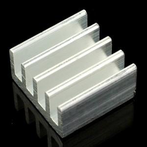 Disipador de aluminio con adhesivo - 13x13mm